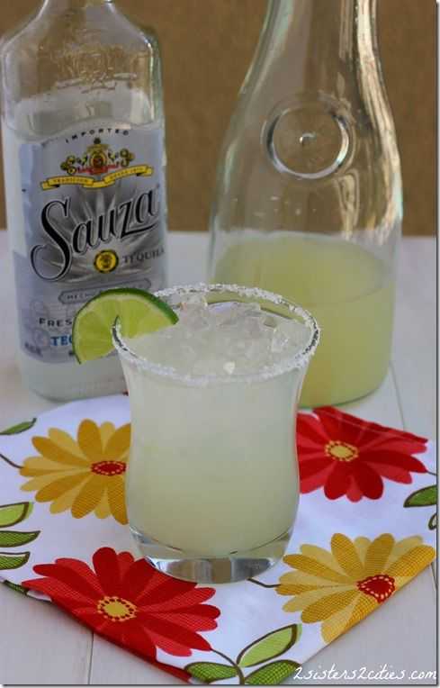Whip up a pitcher of this classic margarita recipe for Cinco de Mayo {from 2 Sisters 2 Cities}