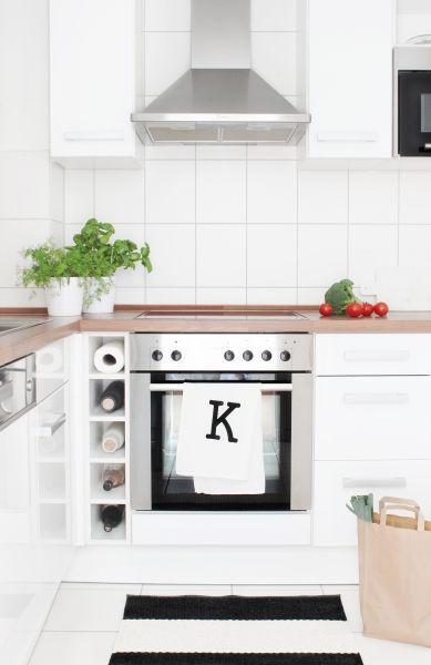 Weiße Küche mit schwarzen Akzenten // Via So Leb Ich | Kitchen