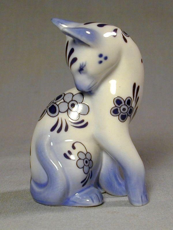 Franklin Mint 1986 Miniature Cat Figurine Blue & White Porcelain