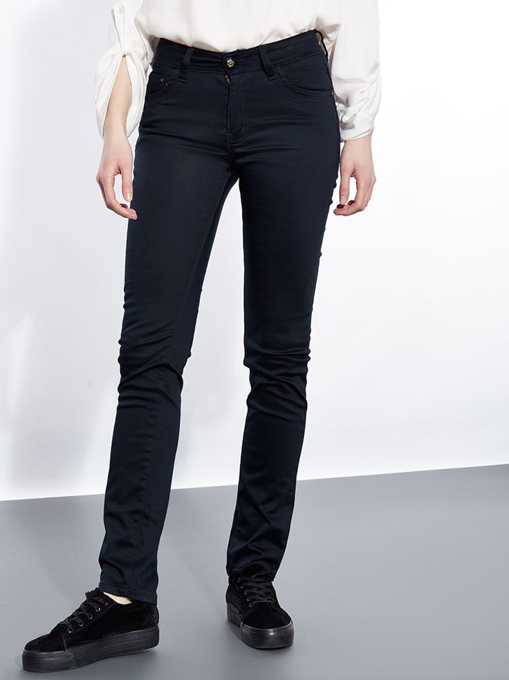 Παντελόνι σε ίσια γραμμή €16,95 | Για αγορά πατήστε πάνω στην εικόνα