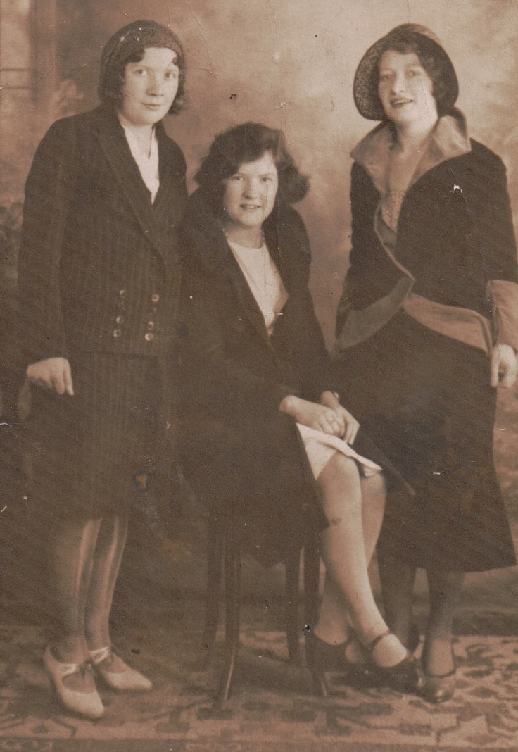 Edith and Alice Goodwin with Kathleen Connors abt 1927