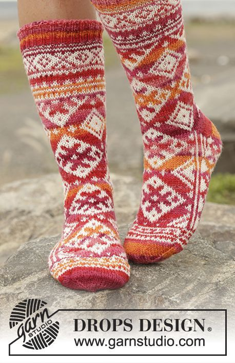 "Mexican Sunset - Ab der Spitze gestrickte DROPS Socken in ""Fabel"" mit Norwegermuster. Gr. 35 - 43 - Free pattern by DROPS Design"