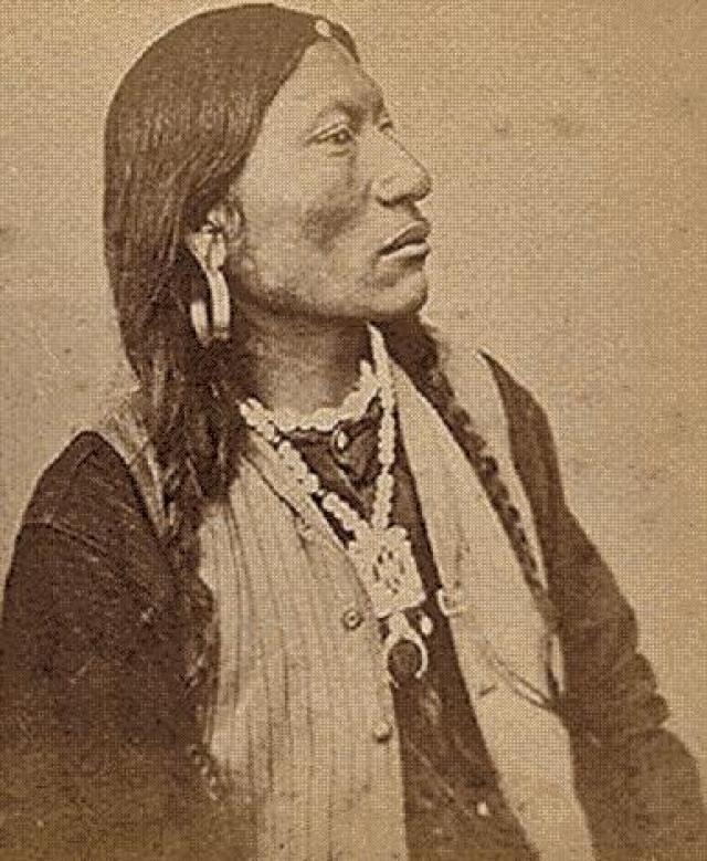 KEITPOOS (Capitán Jack)  (Modoc, ¿ - 1873) Líder de la resistencia modoc durante los años 1.871 a 1.873. Tras huir de la reserva compartida con los Klamath en Oregón, Capitán Jack y sus acompañantes regresaron a su territorio de procedencia en California, ahora ocupado por colonos blancos.