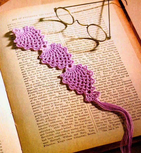 Crochet! -- Pineapples bookmark