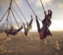 Вдохновляющая картинка пляж, красиво, парень, парни, облака. Разрешение: 500x333. Найди картинки на свой вкус!