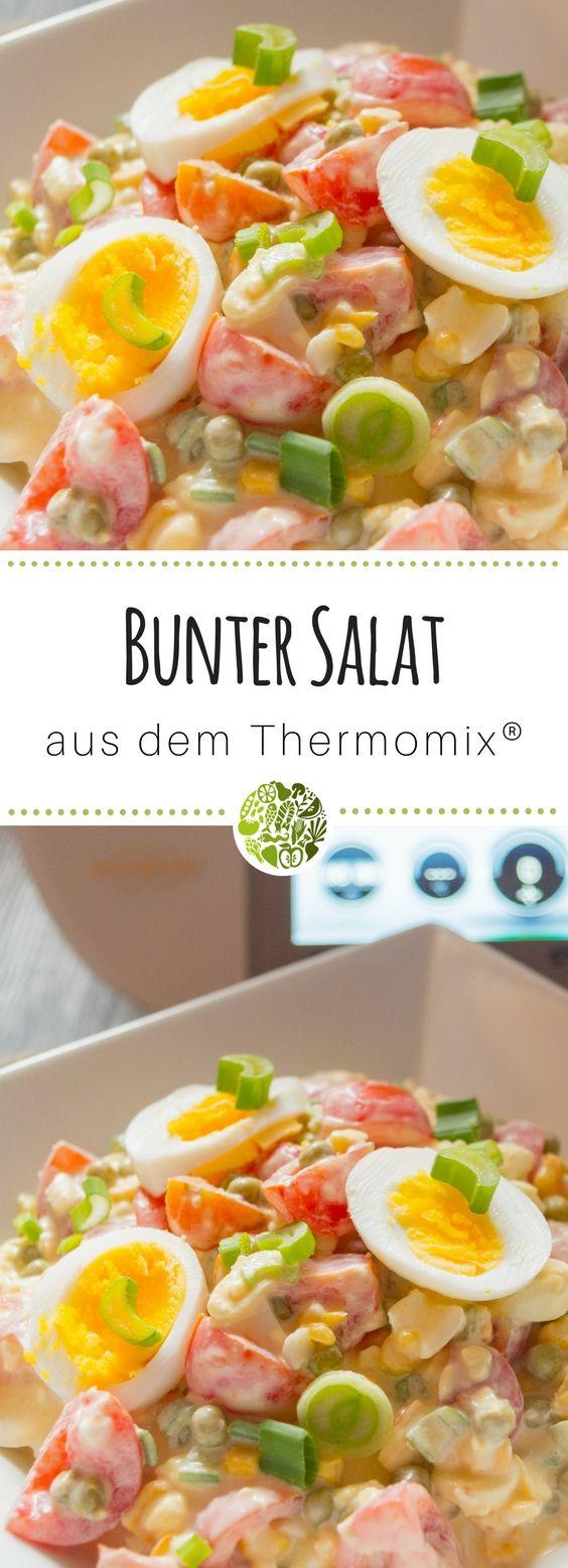Buntes Salat Rezept aus dem Thermomix® - hol Dir Vitamine und wertvolles Eiweiß in seiner leckersten Form! Das Rezept gibt es hier.
