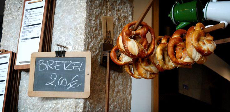 Stamtich, nouvelle adresse à Lyon : café, bretzels maison, flammenkushe et lieu décoré avec goût !
