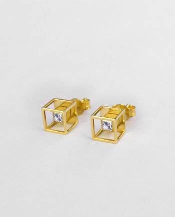 "I'm pleased to introduce CUBE EARRINGS Q, the first Earrings of my ""Geometric Obsession"" New Jewellery Collection. 💎💎 SHOP www.danielacoppolino.com #danielacoppolinojewelry #danielacoppolino #jewellery #jewelry #campaign #gold #designer #nuovacollezione #newcollection #gioielli #orecchini #madeinitaly #diamonds #diamond #jewelryaddicted #finejewelry #newcollection2017 #earrings"