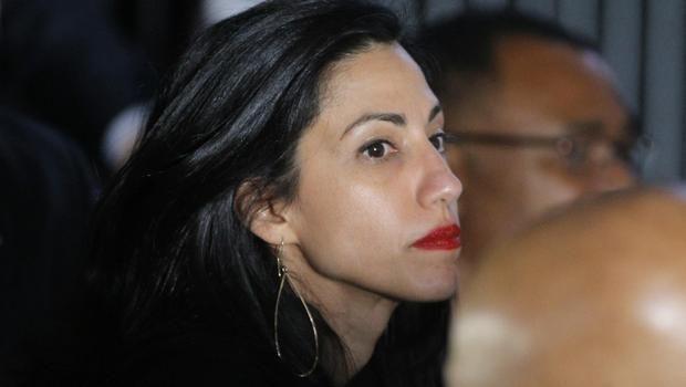 Huma Abedin desapareceu, na sequência do anúncio do FBI que estava investigando milhares de e-mails encontrados no laptop compartilhado por ela e seu marido, Anthony Weiner.
