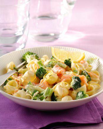 Pasta met gerookte zalm, broccoli en bechamelsaus