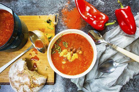Pikantní, hustá a poctivá fazolačka s vůní papriky. Ideální večeře!
