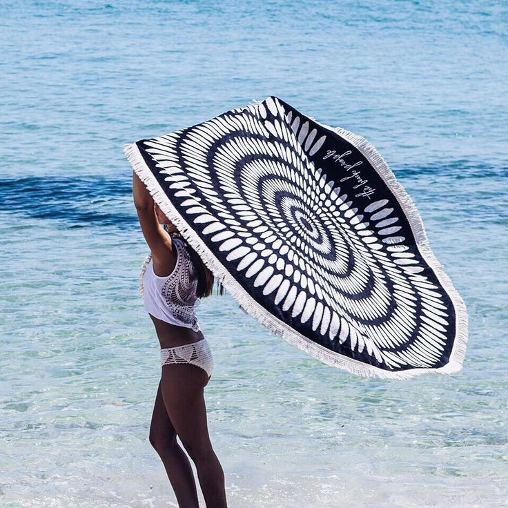 A classic towel flick with the Tulum Roundie via Instagram @ thebeachpeople