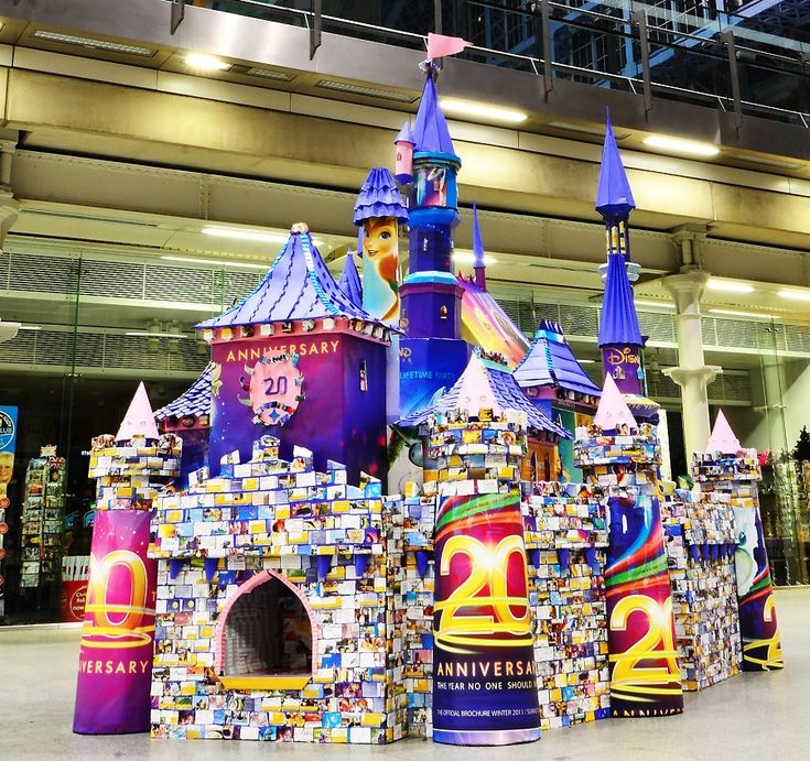 Fairy Tale Castle using Disney papers and brochures- Public installation for  Euro Disney - Plico Design