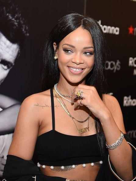 Rihanna News 2014: 'Diamonds' Singer Announces Launch Of 2 New Fragrances, 'Rogue Love' & 'Man' [VIDEO]