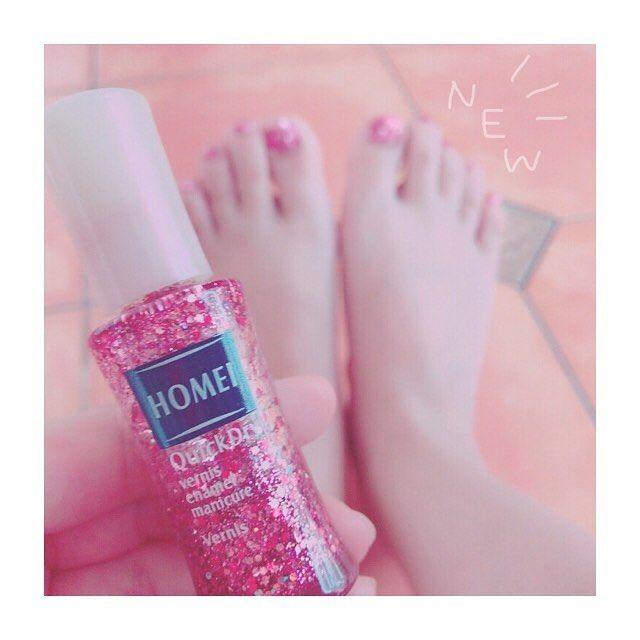 ・ ・ \ NEW / ・ 足の爪ぬるのひさしぶり👌 赤いキラキラ! 好きなものの組み合わせ💓 ・ #new #nail #nailstagram #セルフネイル #ネイル #フットネイル #赤 #red #キラキラ #ピンク #pink