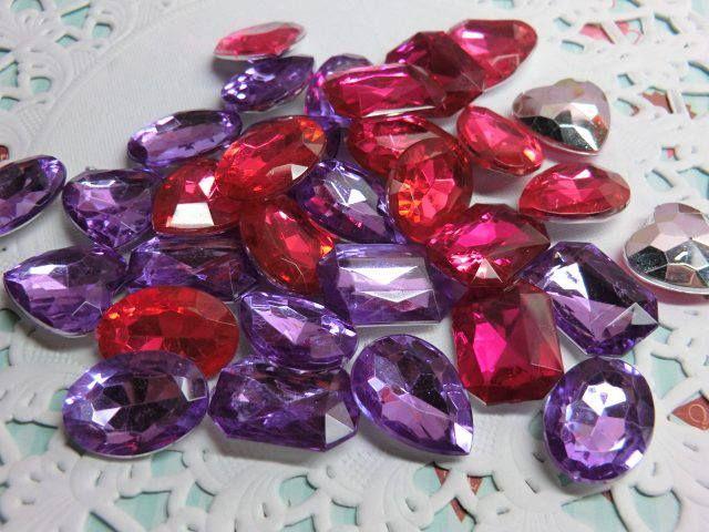 Imitación de diamantes-Contenido 30 piezas. Color:fucsia y violeta