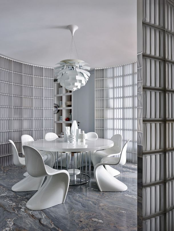 Verner Panton´s Panton chairs, designed in during early 1960s and into mass production by Vitra 1968. Interior design by Mike Shilov. / AD Russia