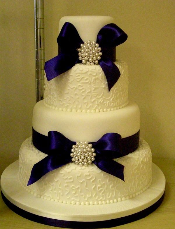 Royal Blue Wedding Cakes - Wedding Cake with royal blue ribbon and broches « Jenny's Cake ...