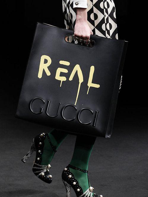 fwah16 Gucci, Fendi, Prada... Les sacs stars de la Fashion Week automne hiver 2016 2017 de Milan  http://www.vogue.fr/mode/inspirations/diaporama/fwah16-gucci-fendi-prada-les-sacs-stars-de-la-fashion-week-automne-hiver-2016-2017-de-milan/26003                                                                                                                                                      Plus