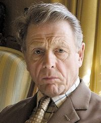Edward fox, stage, film and television actor, born on this day 13th April, 1937. He is generally associated with portraying the role of the upper class Englishman, such as the title character in the film The Day of the Jackal and King Edward VIII in Edward and Mrs Simpson