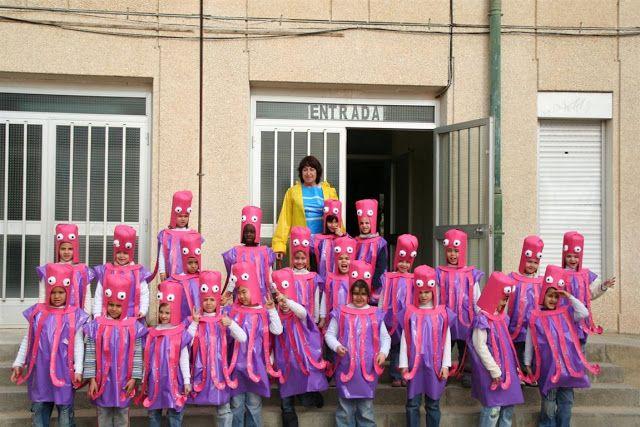 "Carnaval 2009 "" El mar"" - Escola Llibertat - Els pops disfraz de pulpo con bolsa basura violeta y rosa http://www.multipapel.com/producto-bolsas-colores-para-disfraces-al-por-mayor.htm"