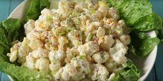 En riktigt god krämig blomkålssallad som är perfekt att äta istället för potatissallad. Mindre kolhydrater och massor av smak. Kanon om du äter LCHF.