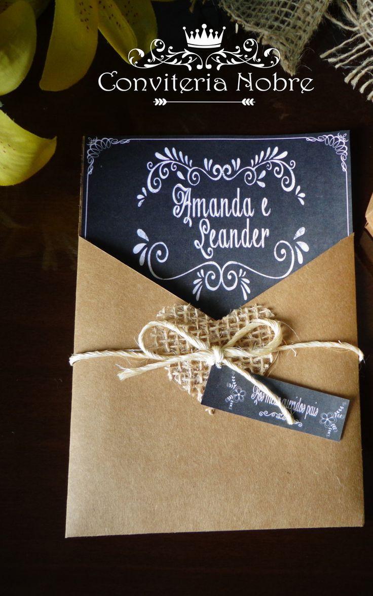 Convite Rústico Chalkboard  Envelope em papel kraft com coração de juta e laço de sisal.  Convite em papel diplomata opaline branco e impressão quadro negro