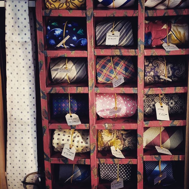 Street market in san Giovanni Marignano. Our hand-made brand-new ti storage! ** Mercatino a San Giovanni in Marignano. Il nostro nuovissimo e fattoAmano portacravatte.  #sangiovanniinmarignano #sangiovannimarignano #instadaily #instagood #instagramhub #photooftheday #igdaily #instamood #bestoftheday #picoftheday #igers #tweegram #igersitalia #beautiful #vintage #etsy #etsysellerofInstagram #etsyfind  #vintageshop #Style #italianJob #fashion #theitaliancabinet #moda #streetmarket #ties…