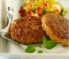 Las hamburguesas de zanahorias con guarnición es otra opción sana que invita a que el paladar pruebe de todo. No es cuestión de comer siempre hamburguesas de ternera, de pollo, de espinacas, de pes…