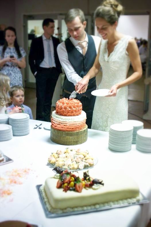 coral ombre wedding cake that i made for this beautiful couple.