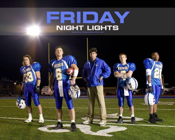 Friday Night Lights – saisons 1 à 5 'La série raconte comment une petite ville du Texas, Dillon, vit au rythme de son équipe de football américain. Dans ce coin paumé du sud, où le seul espoir de s'en sortir passe par le foot, la plupart des habitants ne vivent que pour les résultats de leur équipe locale.'