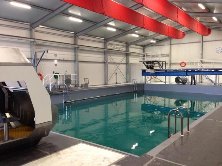 Jelle Gunneweg @JelleGunneweg De offshore kan in dit drijvende zwembad meest heftige situaties nabootsen en oefenen #EerlandShiprepair #KNRM #STC