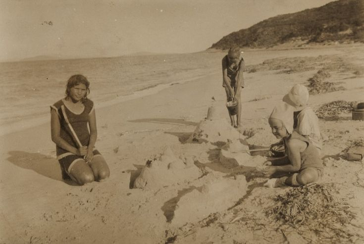 BA1340/ERA4/25C: Nellie with Margaret, Esther and Elizabeth Schenk on the beach at Esperance, 1931 https://encore.slwa.wa.gov.au/iii/encore/record/C__Rb4056792