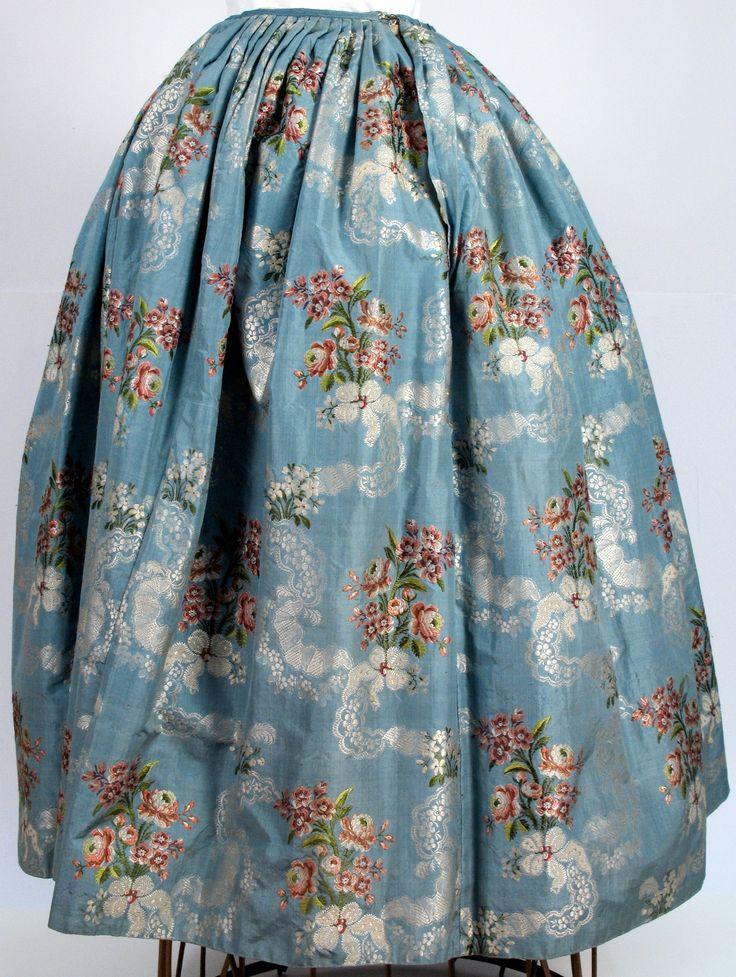18e eeuwse zijden jacquard rok uit het Zaans Museum, ZOV-collectie nr: zov-06159