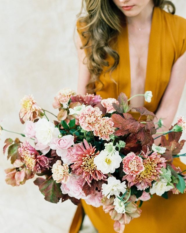 We promise you'll see color in a completely different way after checking out this rich, vibrant floral inspiration today on Once Wed. Photo: @thejenjar Styling and Design: @yvonnexuedesign Floral Design, Dress and Creative Direction: @shopgossamer J