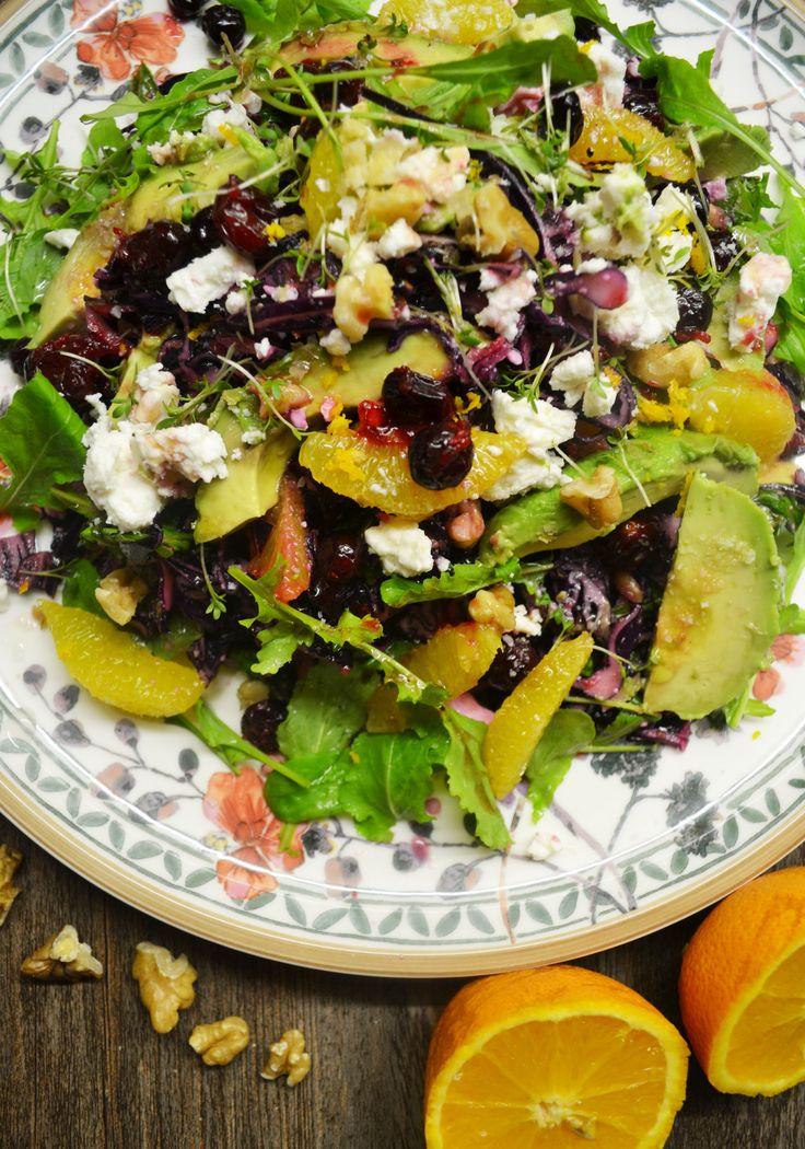 So meine Lieben, heute habe ich wieder einmal einen gesunden Salat für euch. Ich dachte mir, das muss jetzt einfach sein um unsere Vitaminspeicher wieder aufzufüllen. Zwischen all den süßen, ach so…
