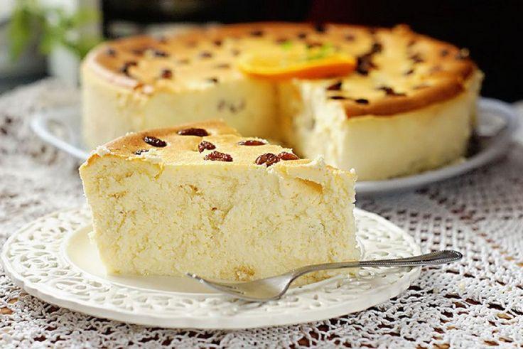 Brânza de vaci este un produs foarte folositor, cu multe vitamine și microelemente, care trebuie neapărat să facă parte din meniul nostru. Dacă nu vă place gustul brânzei crude, puteți pregăti un desert pe care îl veți mânca cu plăcere. Vă propunem diversificarea meniului cu o rețetă fără făină și griș. Notați-o! INGREDIENTE: -500 gr brânză de vaci; -4 ouă; -7 linguri de zahăr; -2 linguri de smântână 20%; -2 linguri de amidon; -vanilie sau vanilină; -stafide. MOD DE PREPARARE: 1.Separați…