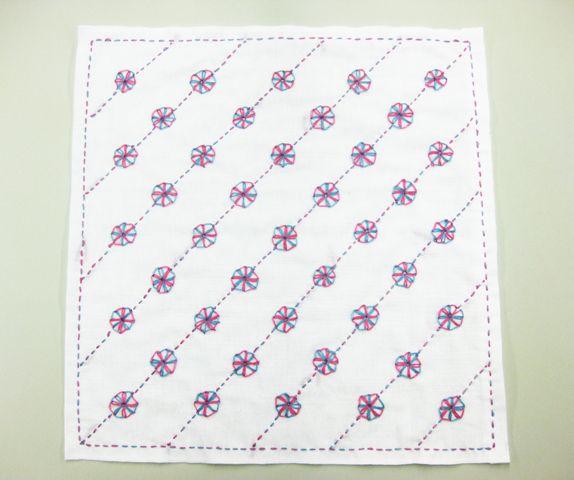 デュエット手芸針で刺す 二色の花ふきん 飴菓子模様   手づくりレシピ   クロバー株式会社