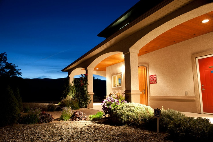Arrowleaf Cellars is a family-owned winery established by Joe and Margrit Zuppiger and their son, Manuel Zuppiger.