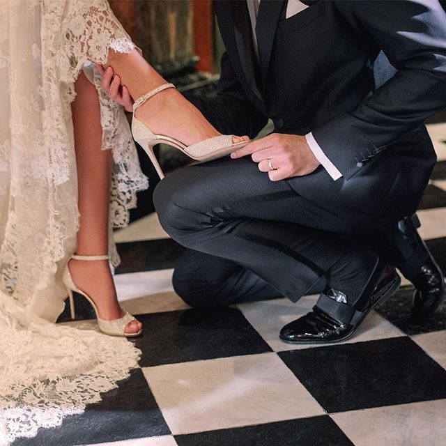 2018/01/25 02:20:11 repost @jimmychoo The ANNIE heels were made for twirling—and for adding a serious dose of dazzling glamour to your bridal look. Make sure the groom keeps up with the JOHN patent slippers, ideal for nailing the first dance in style. . . . .  Ignore the fuel hashtags.. #bagoftheday #blogmode #fordmodels #womanshoes #estampado #flooring #fashionwoman #realestateinvesting #bestdressed #todayslook #dreamhomes #looktoday #iloveshopping #modelmanagement #modelfashion…
