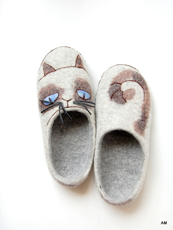 felted slippers for women Sad cat  to relax your by AMdreAM