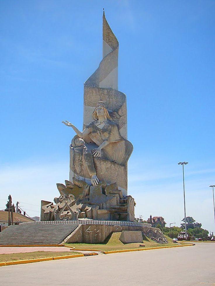 Monumento a los Héroes de Malvinas, en Quequén, Pdo, de Necochea, Bs As…