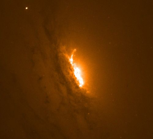 Astronomers find super massive black hole blasting molecular gas at 600,000 miles per hour from a galaxy | Astronomy.com
