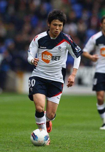 Ryo Miyaichi Photos - Ryo Miyaichi of Bolton Wanderers in action during the Barclays Premier League match between Bolton Wanderers and Fulham at Reebok Stadium on April 7, 2012 in Bolton, England. - Bolton Wanderers v Fulham - Premier League