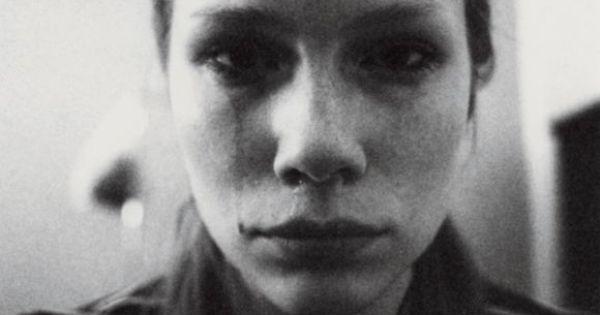 Mit 16 bekommt Lina Scheynius, ein Dorfmädchen aus Schweden, einen Vertrag bei einer Model-Agentur. Sie denkt, ein Traum gehe in Erfüllung. Aber ein Albtraum beginnt.
