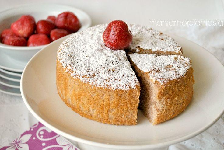 Con che cosa sarà realizzata la torta fior di fragola? Ma con panna e fragola, no? Buona, morbida, profumata, si scioglie in bocca. Provatela e raccontatemi