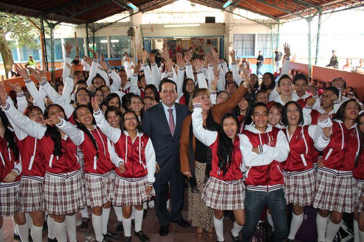 Entrega de chaquetas Prom 2015 a los alumnos de la I.E Felipe de Restrepo