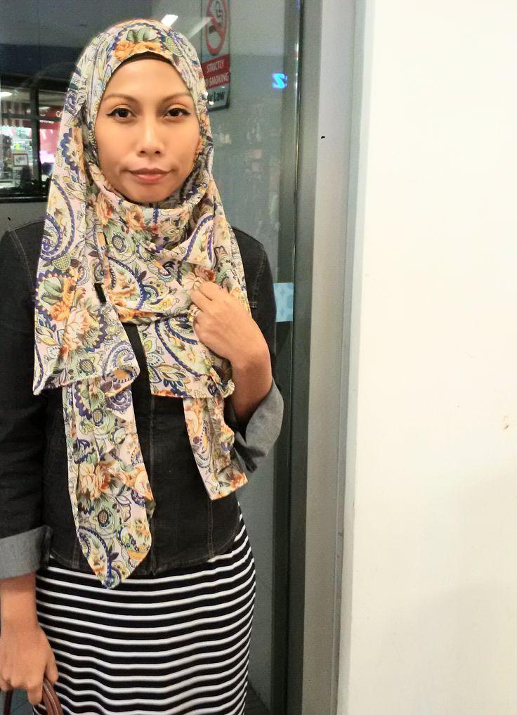 Beautiful Pinless hijab by Hues Junaina collection. The Original creation. By them only.  So cooling and fuss free and Glam roll into one.  #hijab #pinlesshijab #modestwear #hijabi #glamhijab #fussfree #hijabfashion #HuesJunaina