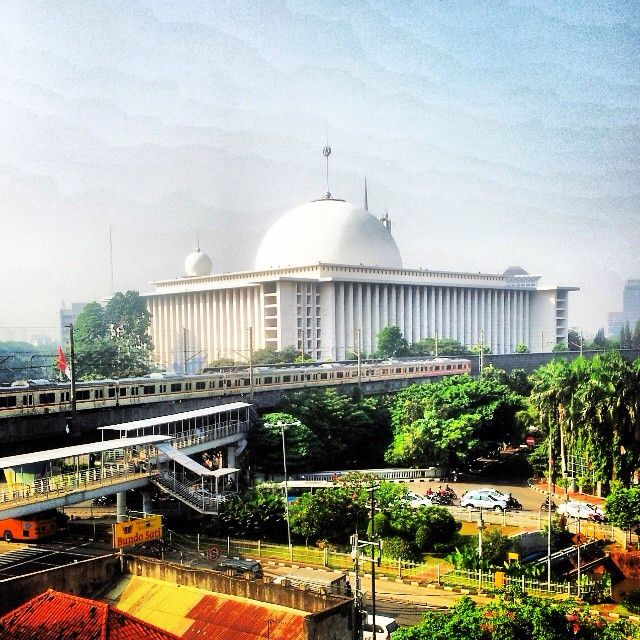First opened to the public by Indonesia's first President, Soekarno, on 22 February 1978, the grand Istiqlal Mosque of Jakarta is the largest mosque in South East Asia both in structure and capacity, as it can accommodate congregations of up to 120,000 people. Located at Jalan Taman Wijaya Kusuma in Central Jakarta, Jakarta Province, on the north eastern corner of the Merdeka Square, the Istiqlal Mosque stands out with its 45m diameter dome and tall minarets.