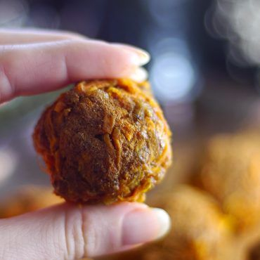Spiced Butternut Squash Dessert Bites (Raw & Free From: gluten & grains, dairy, refined sugar, oils, and with nut-free option)